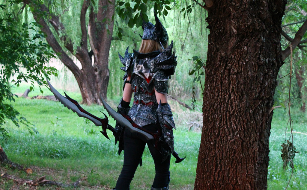 daedric_warrior_skyrim_cosplay_1